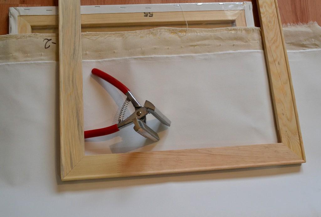 Качественный холст, подрамник и щипцы для натяжки холста